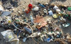 DuPont shareholders back plastic pollution report proposal